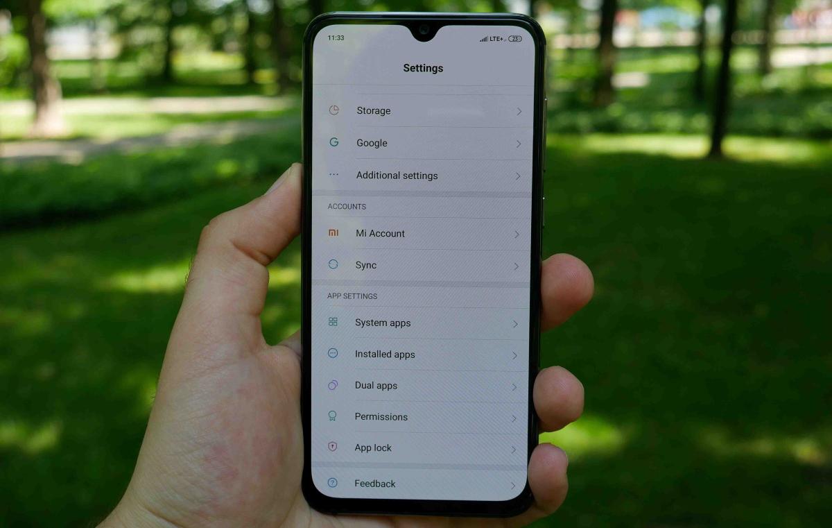 kompaktowy mały smartfon