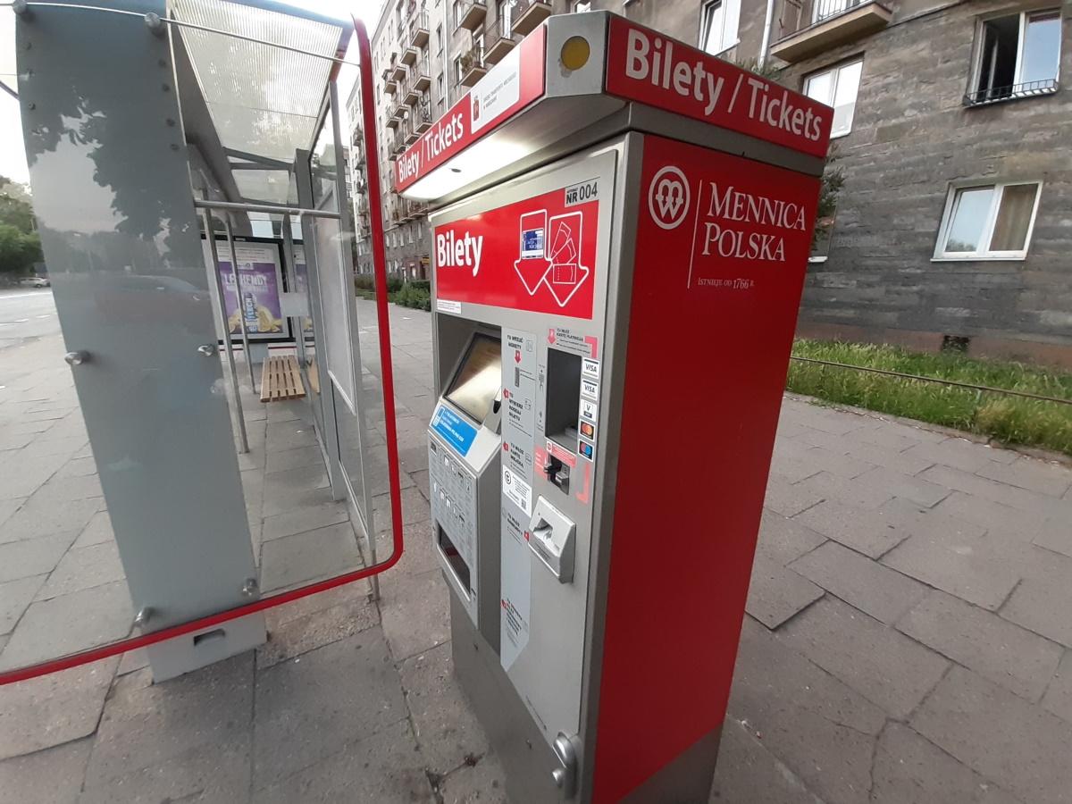 Stawianie nowych biletomatów to dziś najbardziej nietrafiona inwestycja miast