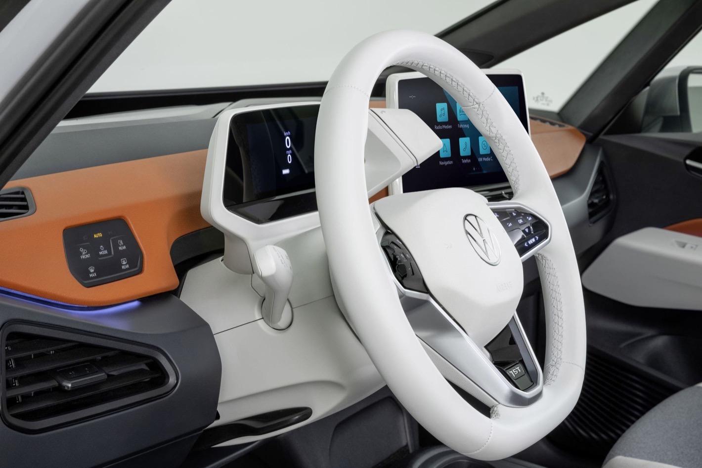 Szef działu oprogramowania VW zwolniony, motodinozaury w kłopotach