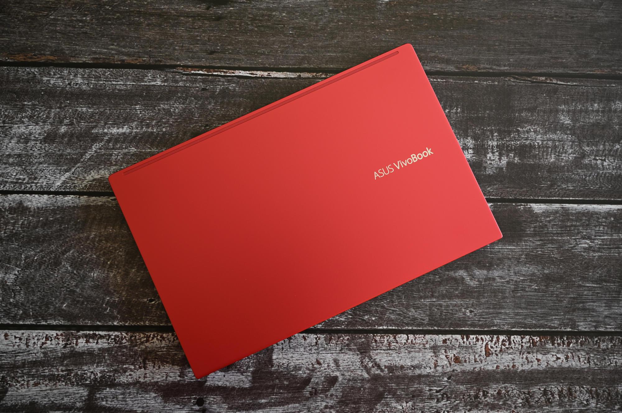ASUS Vivobook S14 czerwona klapa