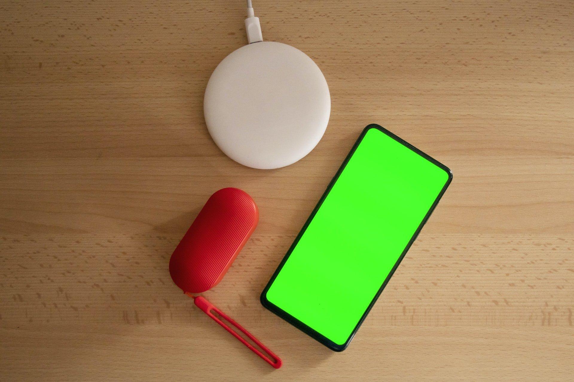 Chińczycy - xiaomi smartfon z Google Home i słuchawkami