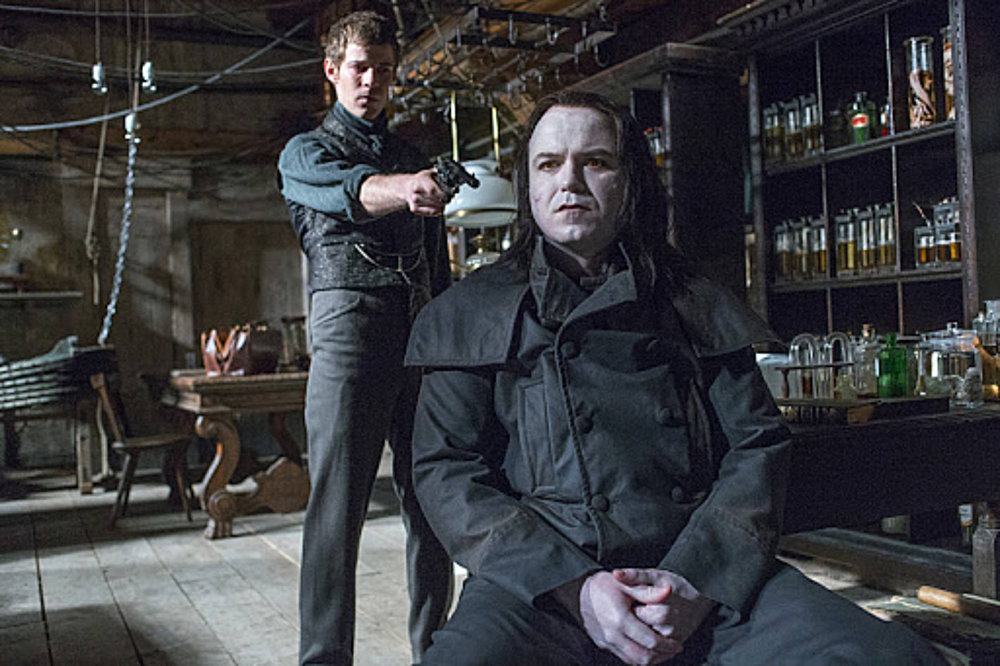 Harry Treadaway as Dr. Victor Frankenstein and Rory Kinnear as the creature in Penny Dreadful (season 1, episode 8). - Photo: Jonathan Hession/SHOWTIME - Photo ID: PennyDreadful_108_1469