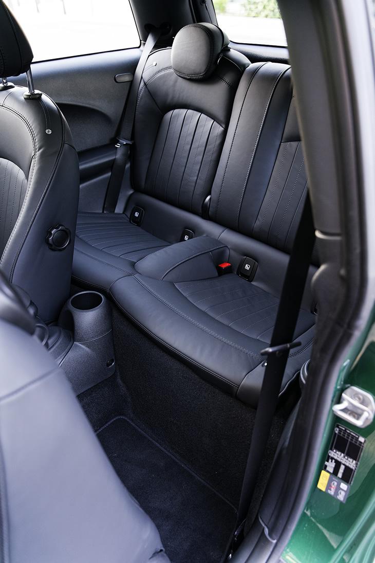 MINI Cooper SE - tylna kanapa