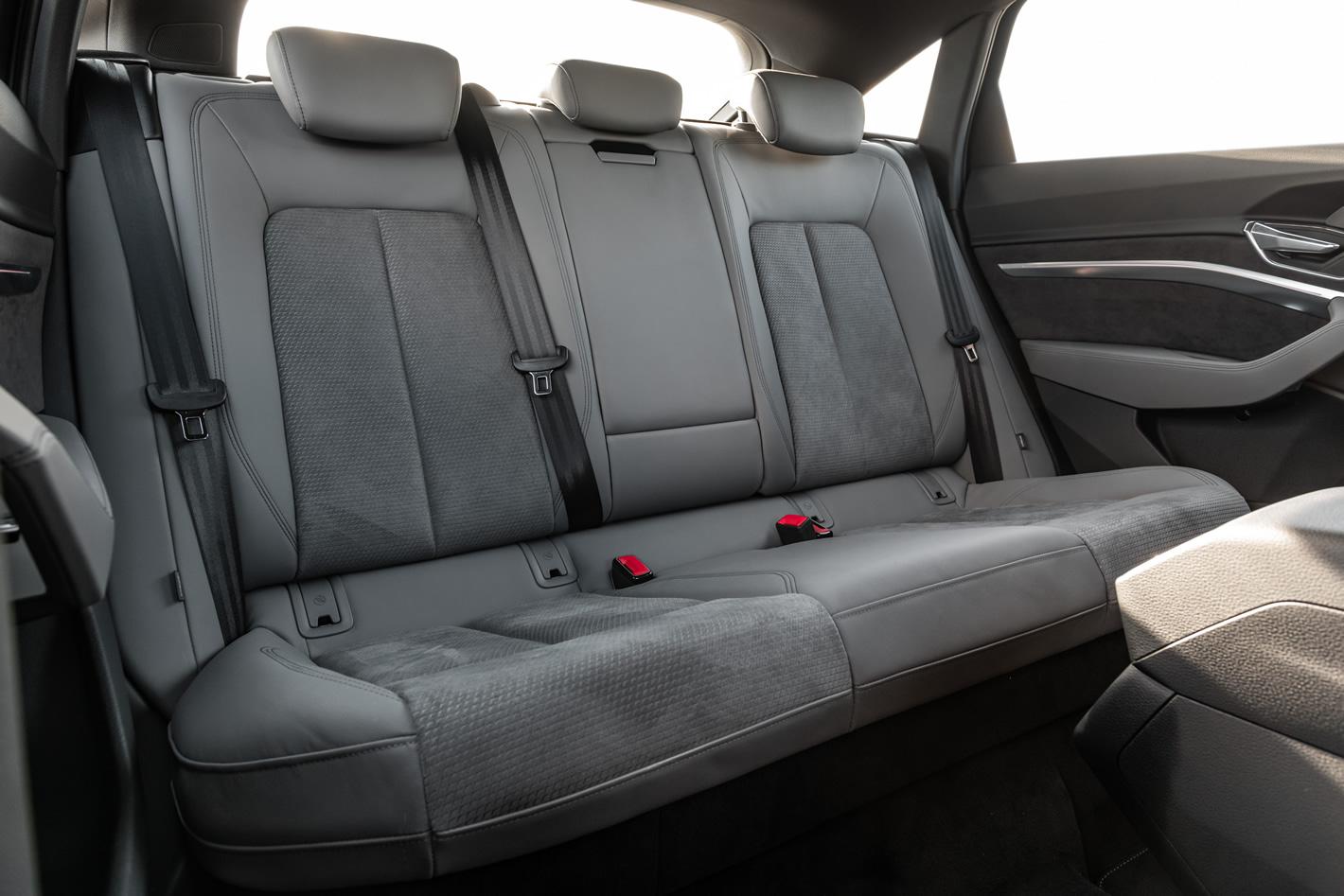 Audi e-tron Sportback 55 quattro - tylna kanapa