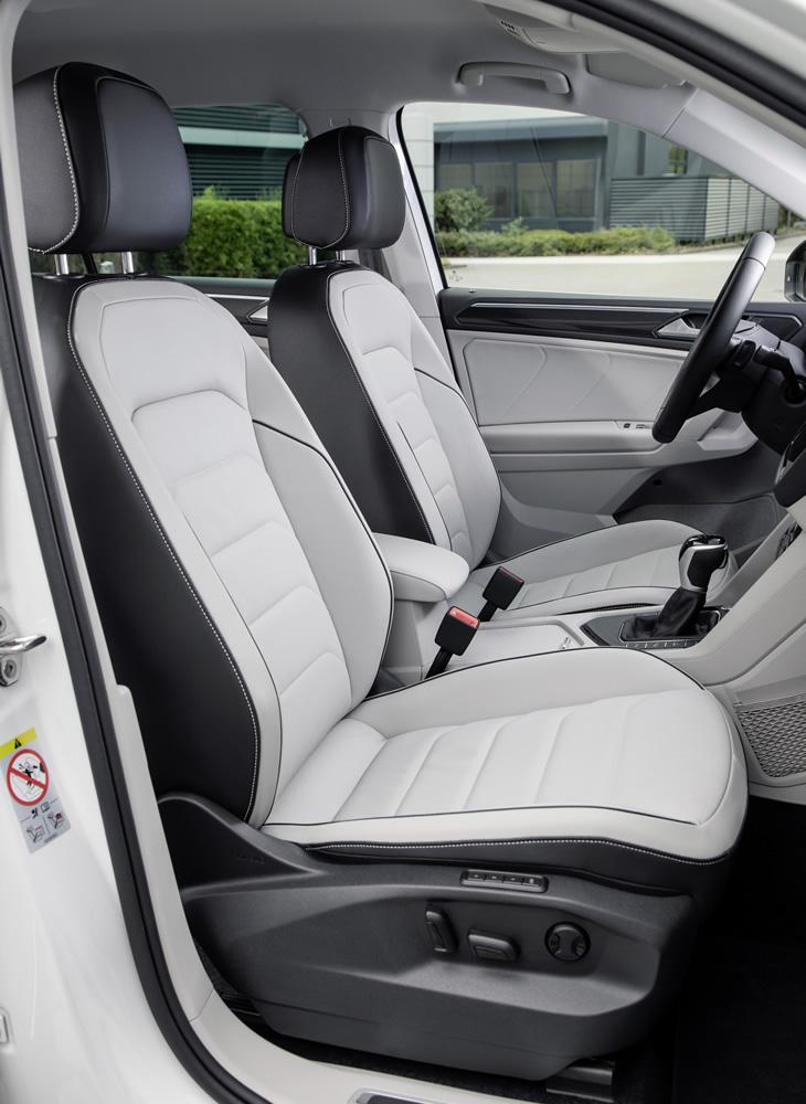 Nowy Volkswagen Tiguan eHybrid - fotel kierowcy
