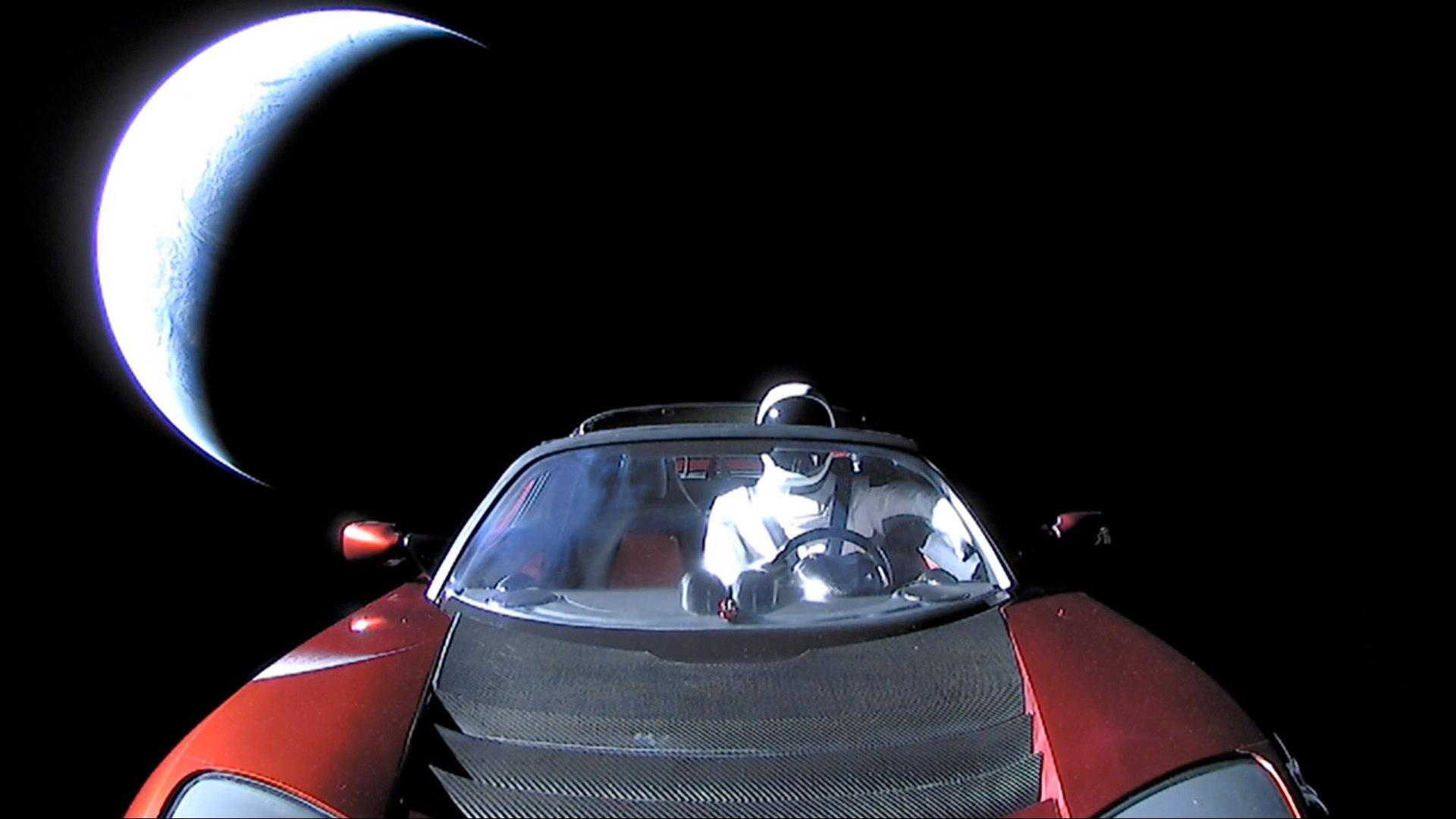Tesla Roadster Elona Muska w kosmosie: Starman ma teraz NIESAMOWITE widoki