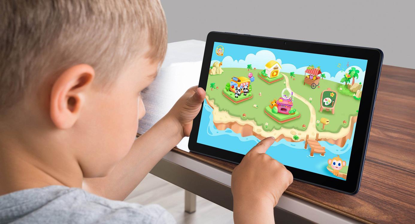 dziecko grające na tablecie huawei matepad t10