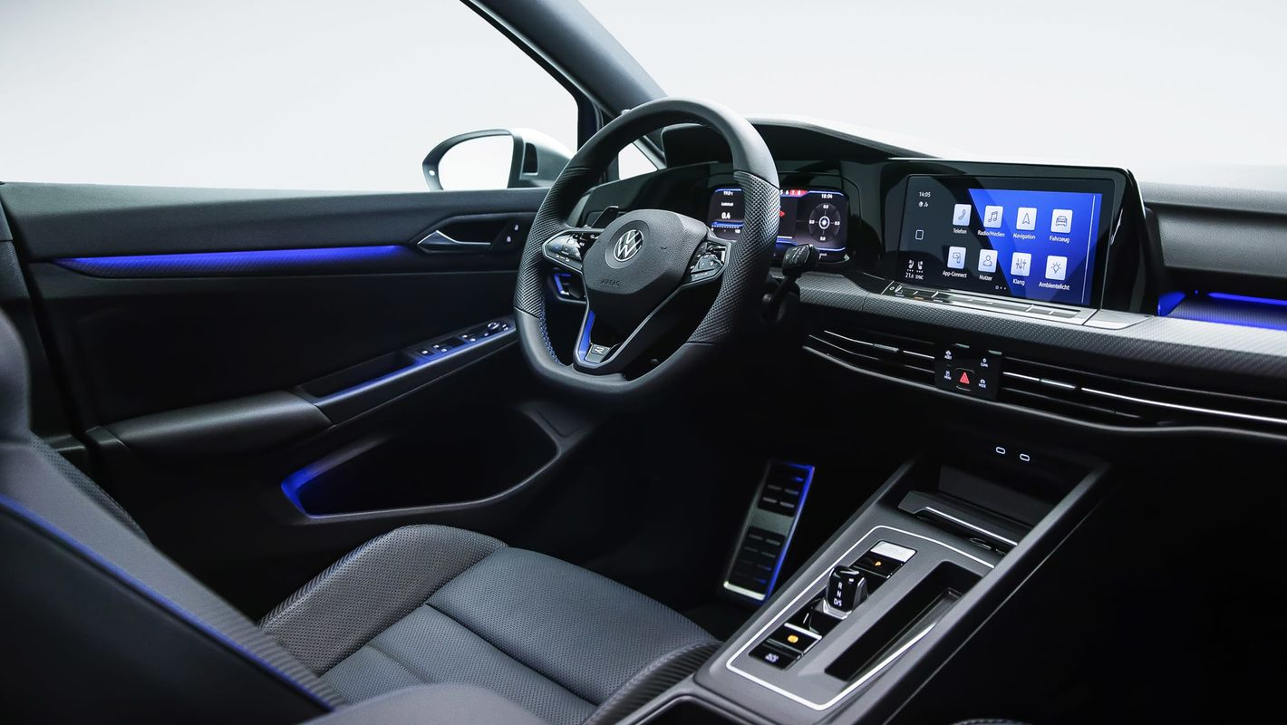 Volkswagen Golf R wnętrze