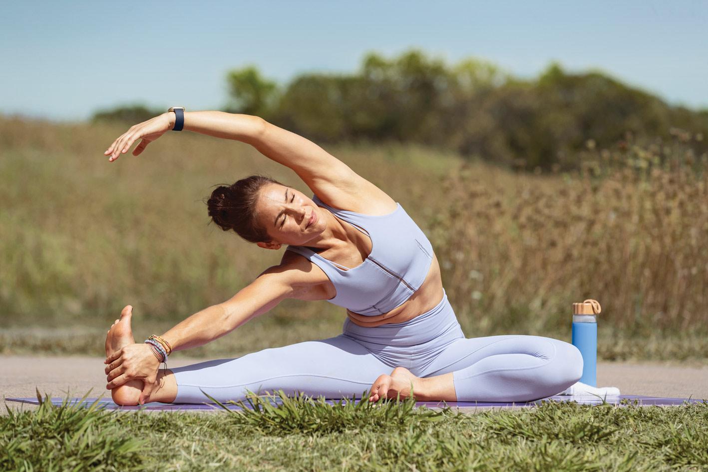 kobieta uprawiająca pilates
