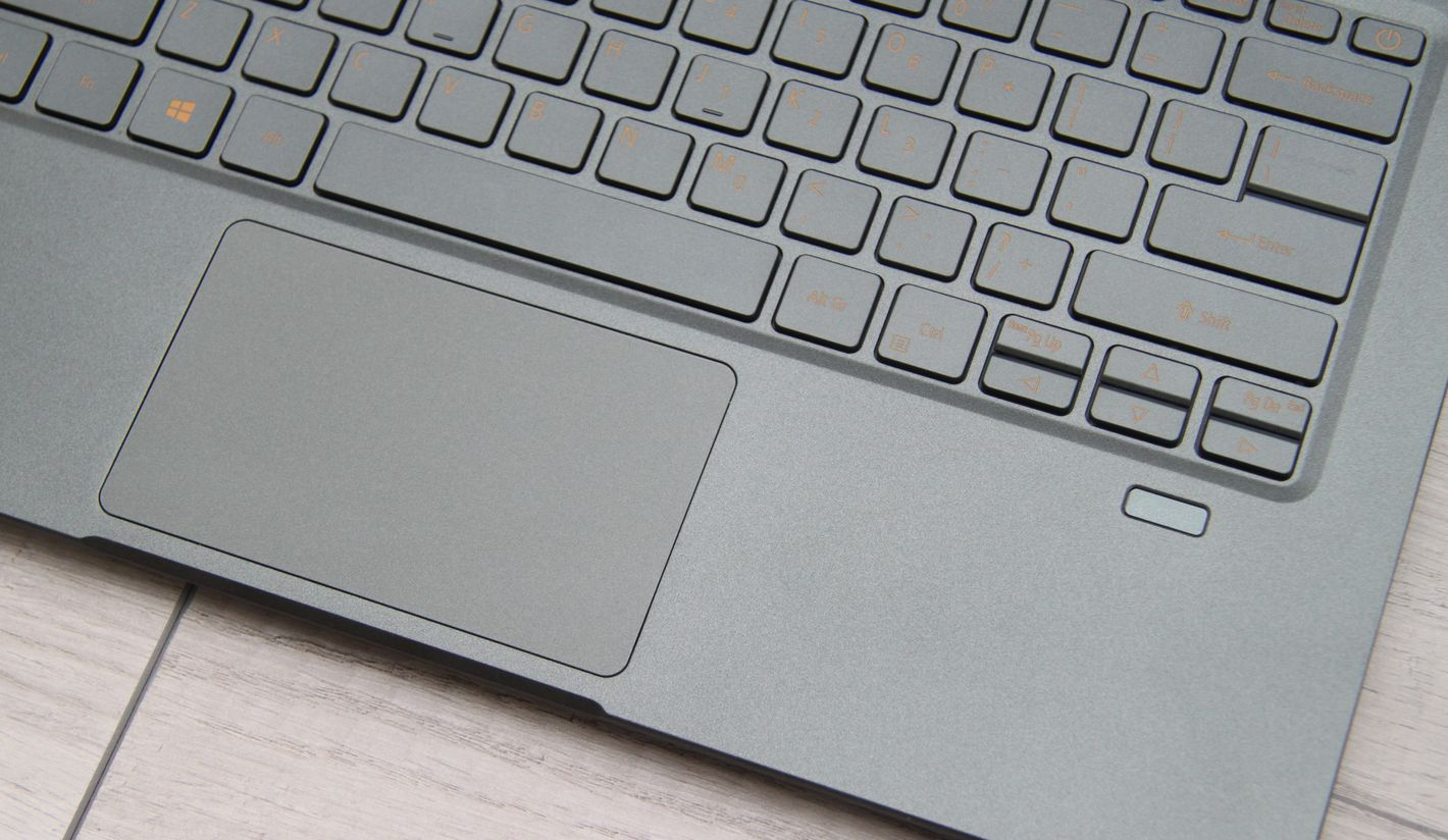 Acer Swift 5 z Intel Tiger Lake touchpad