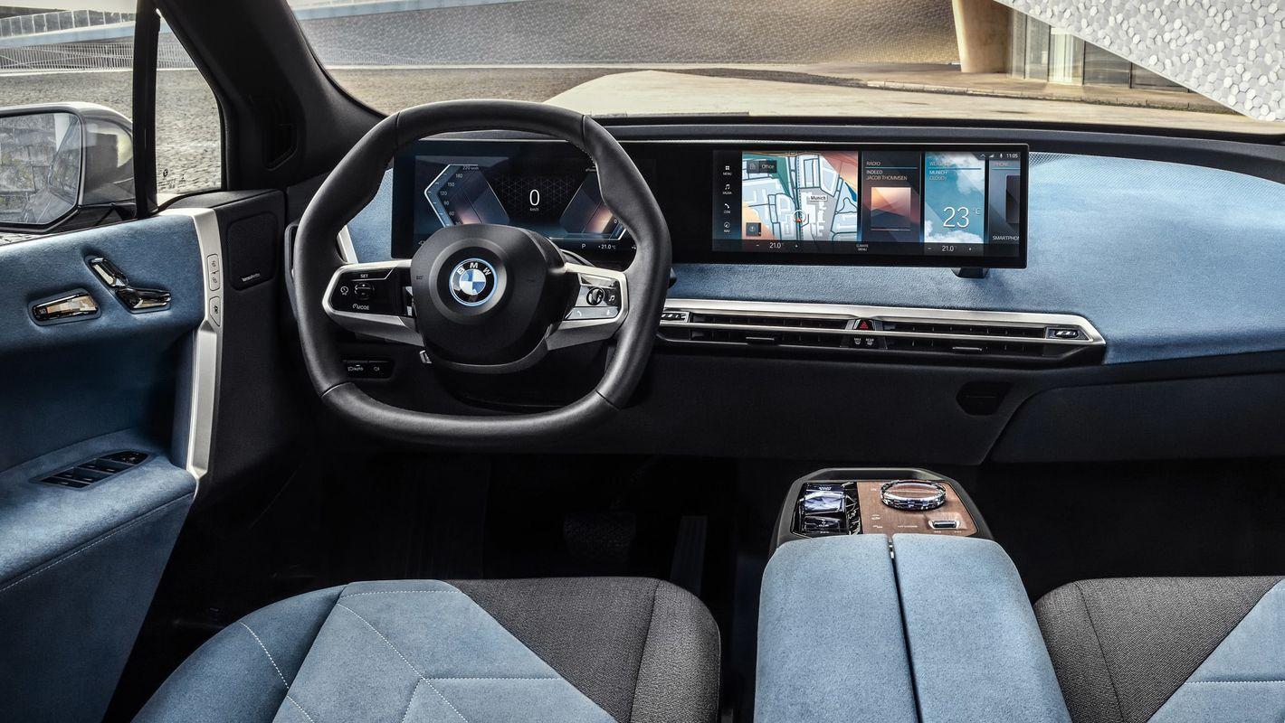 BMW iX kokpit kierowcy