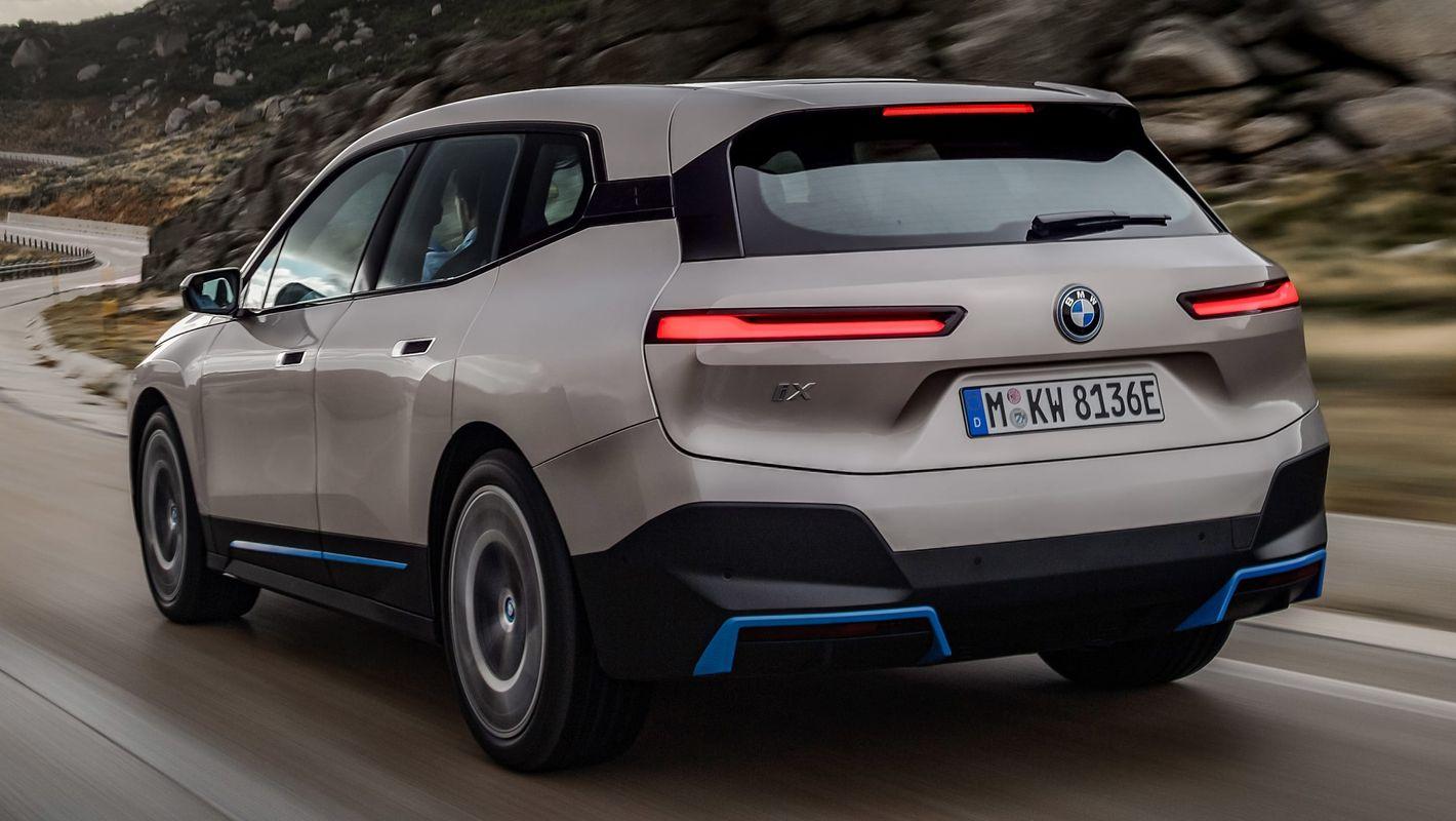 BMW iX tył pojazdu