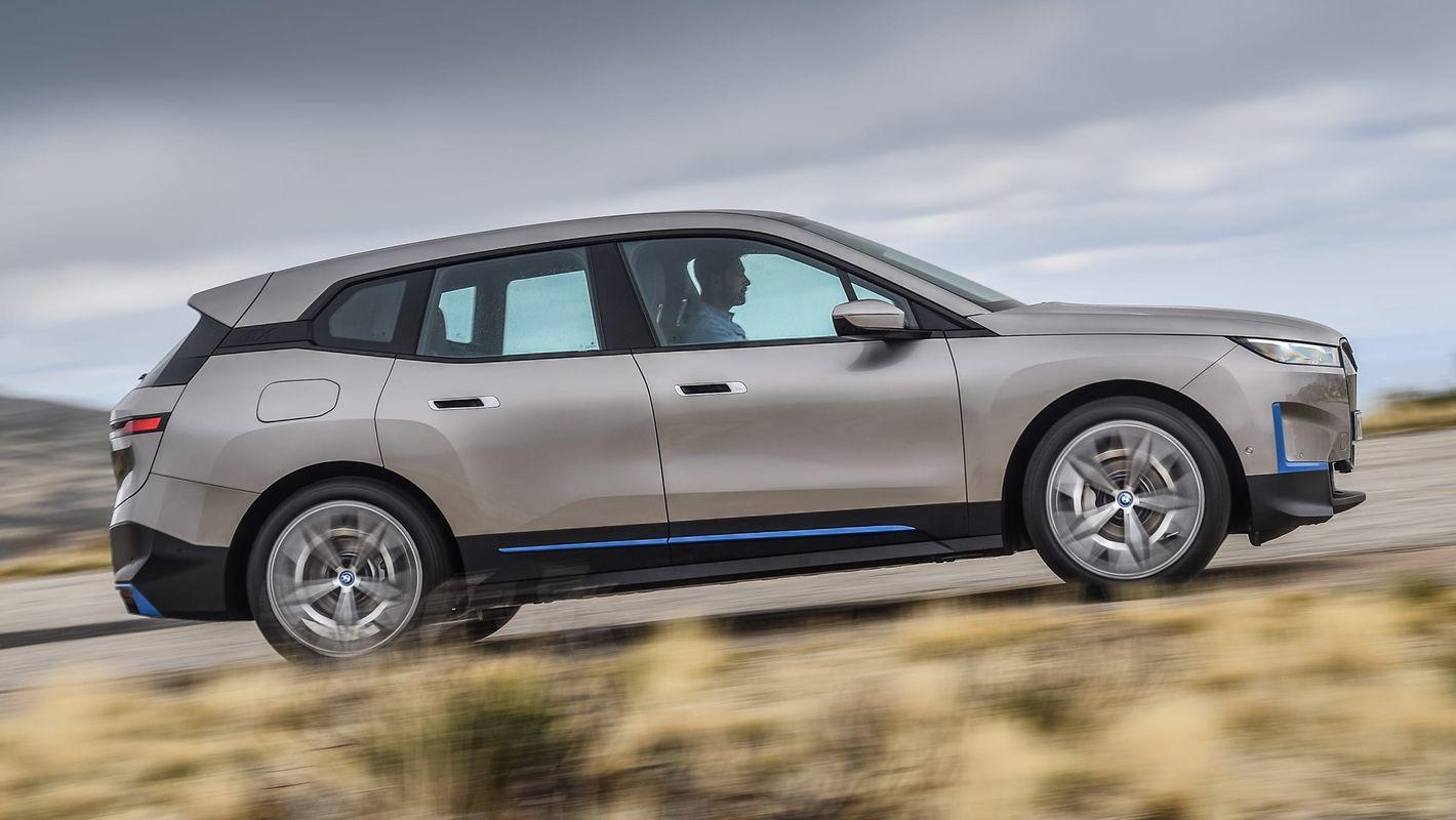 BMW iX widok z boku