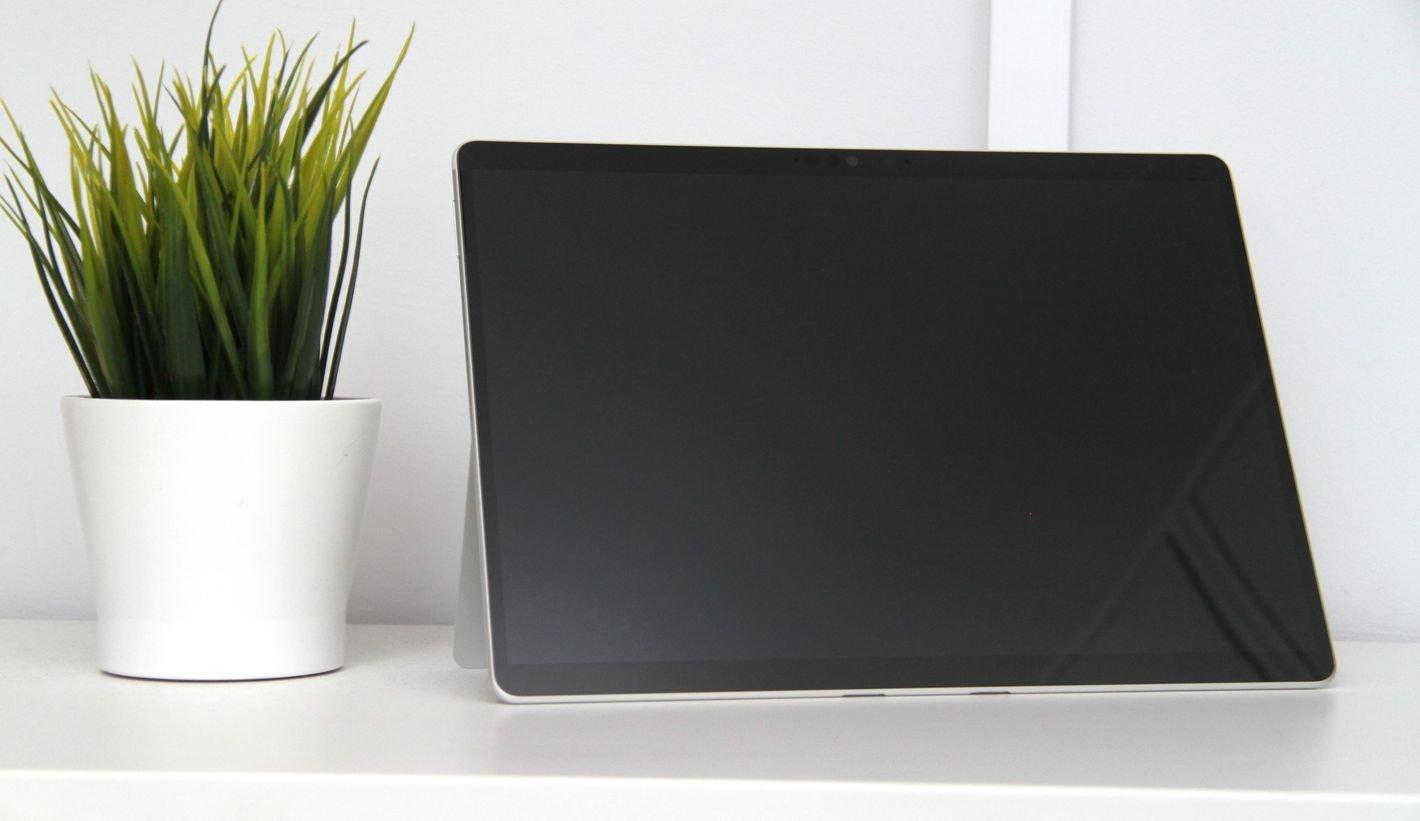 Microsoft Surface Pro X przód