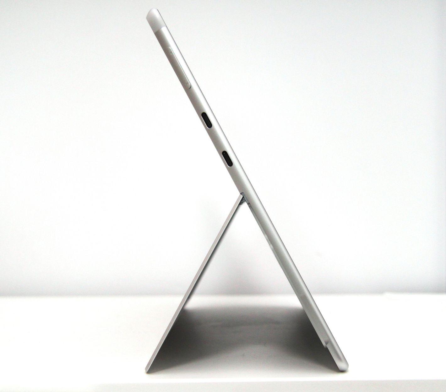 Microsoft Surface Pro X z lewej strony