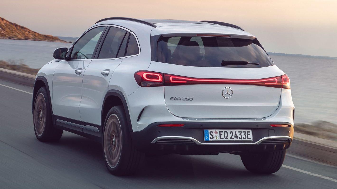 Mercedes EQA tył