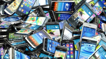 plastik smartfon
