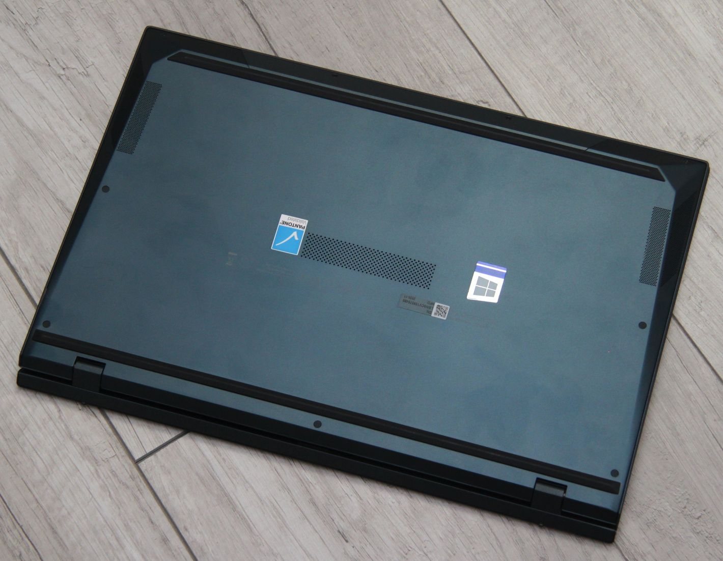 ASUS Zenbook Duo UX482 spód