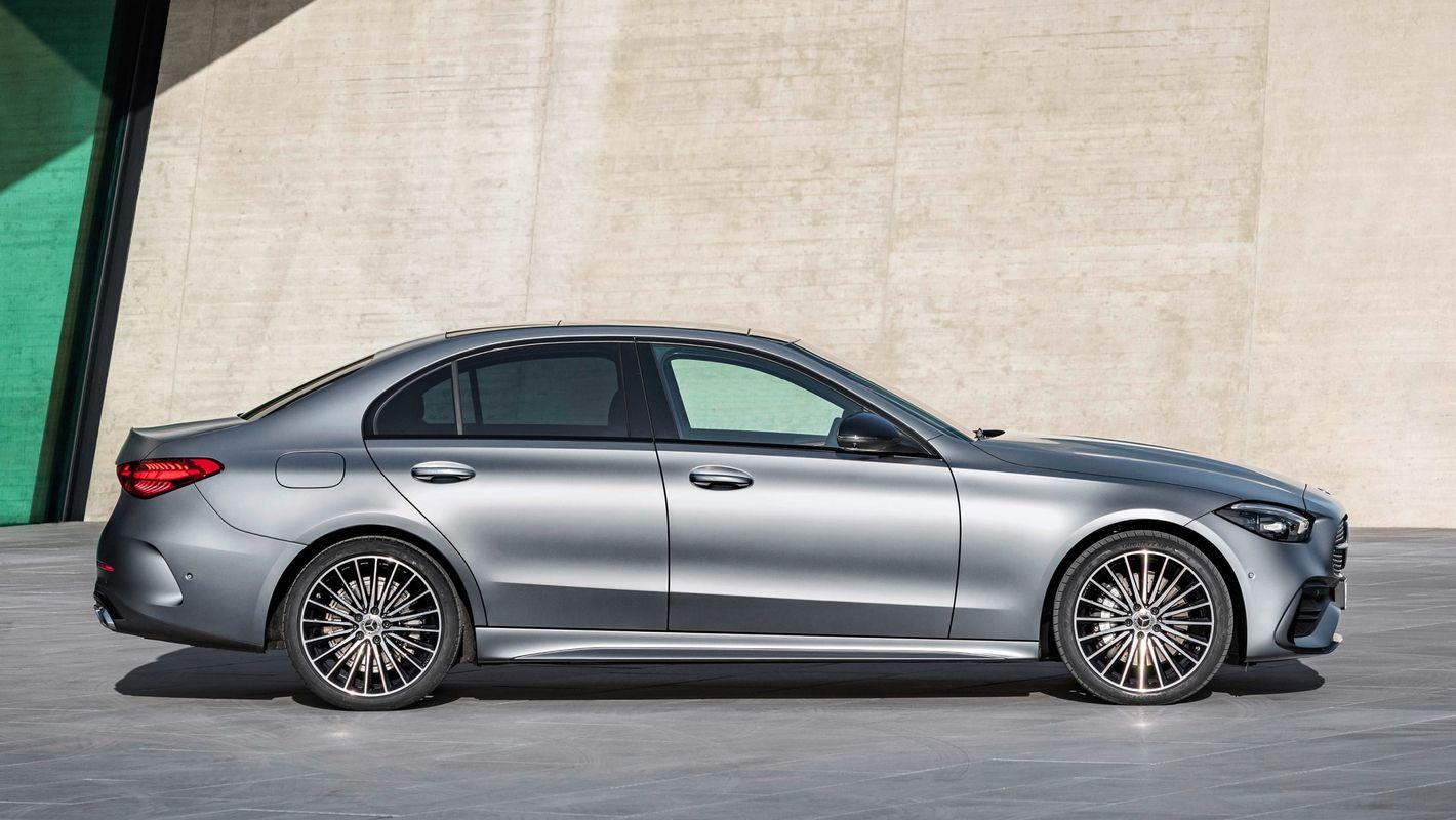 Mercedes klasy C 2021 sedan z profilu
