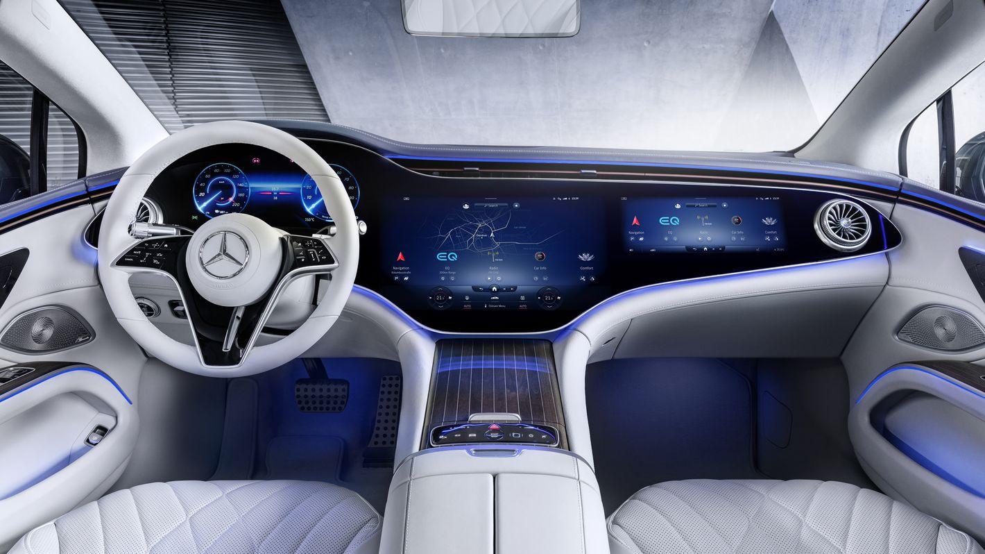 Mercedes EQS deska rozdzielcza