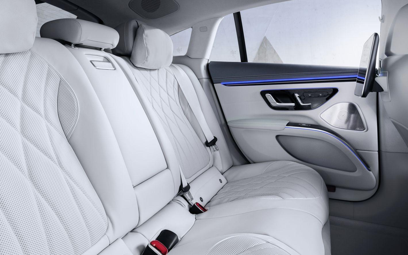 Mercedes EQS tylna kanapa