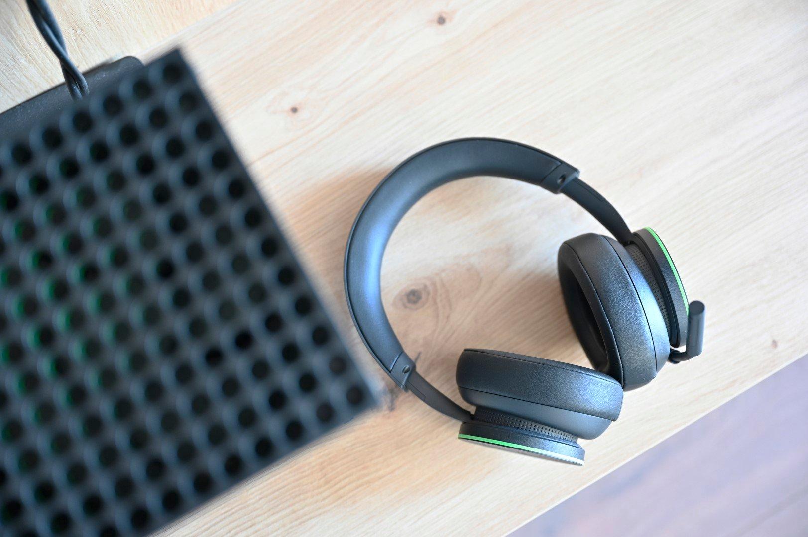Xbox Wireless Headset z konsolą Xbox Series X