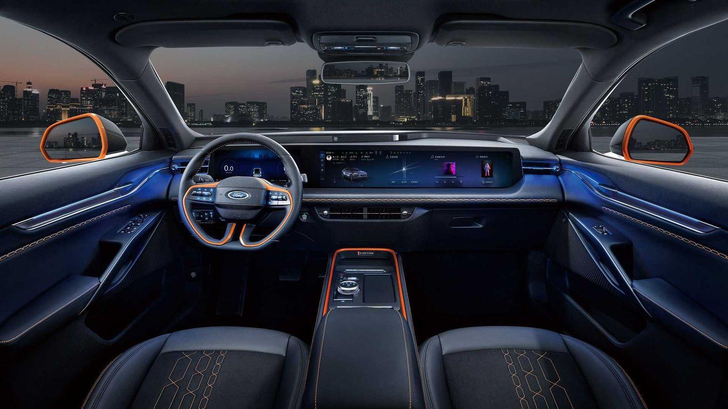 Ford Evos wnętrze