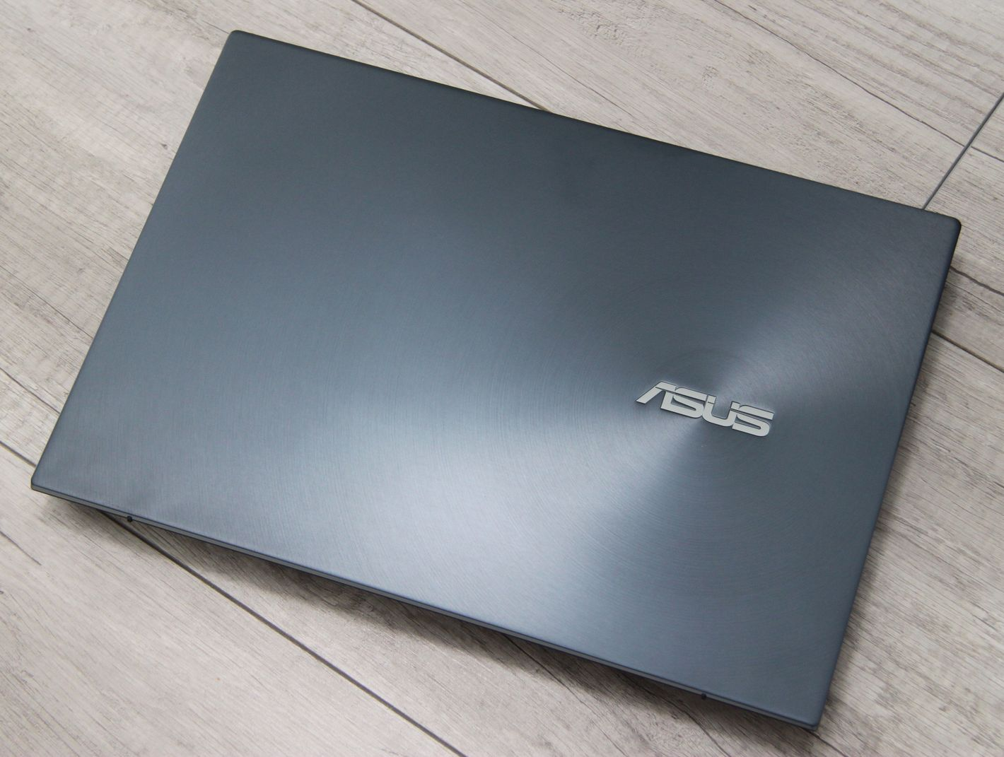 ASUS ZenBook Pro Duo UX582 górna klapa