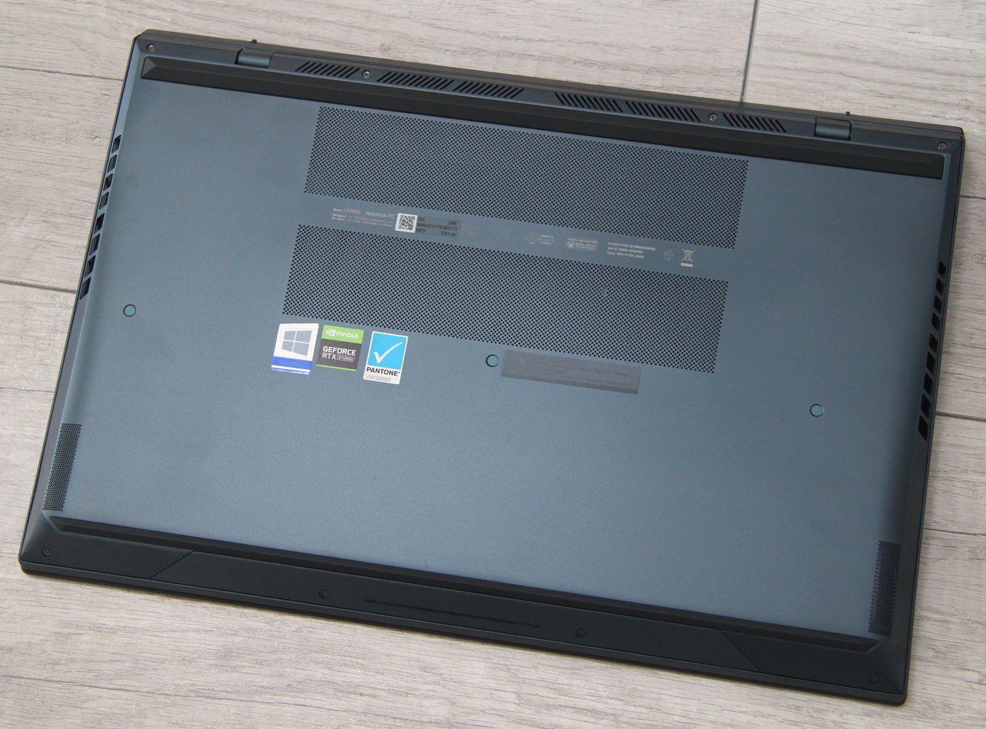 ASUS ZenBook Pro Duo UX582 spód
