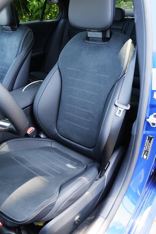 Mercedes-Benz Klasy C 2021 2022 - fotel kierowcy