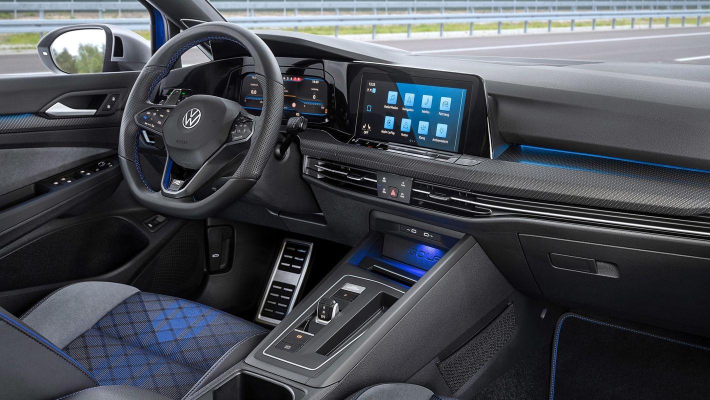 Volkswagen Golf R kombi 8. gen wnętrze