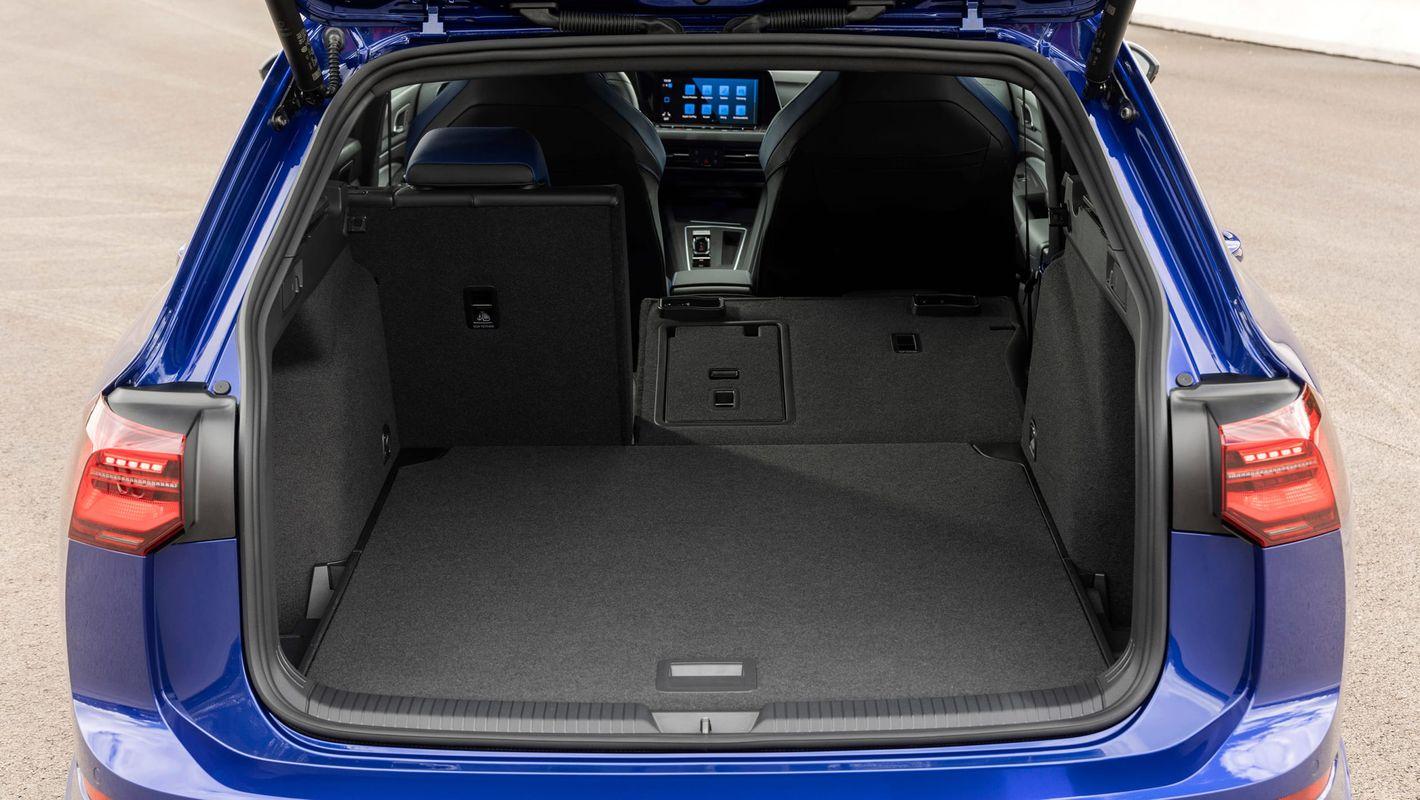 Volkswagen Golf R kombi 8. gen bagażnik