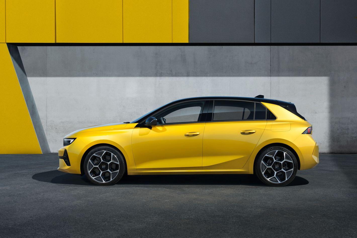 Opel Astra 6. generacji bok